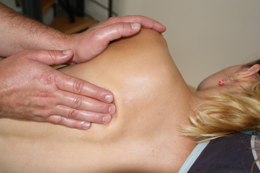 massage-stress-therapy-spa-wellness-back-massage