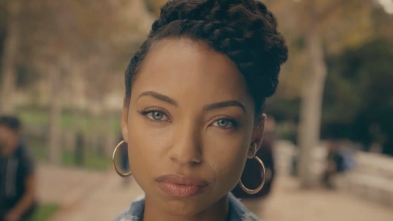 Samantha White (Logan Browning) é a protagonista